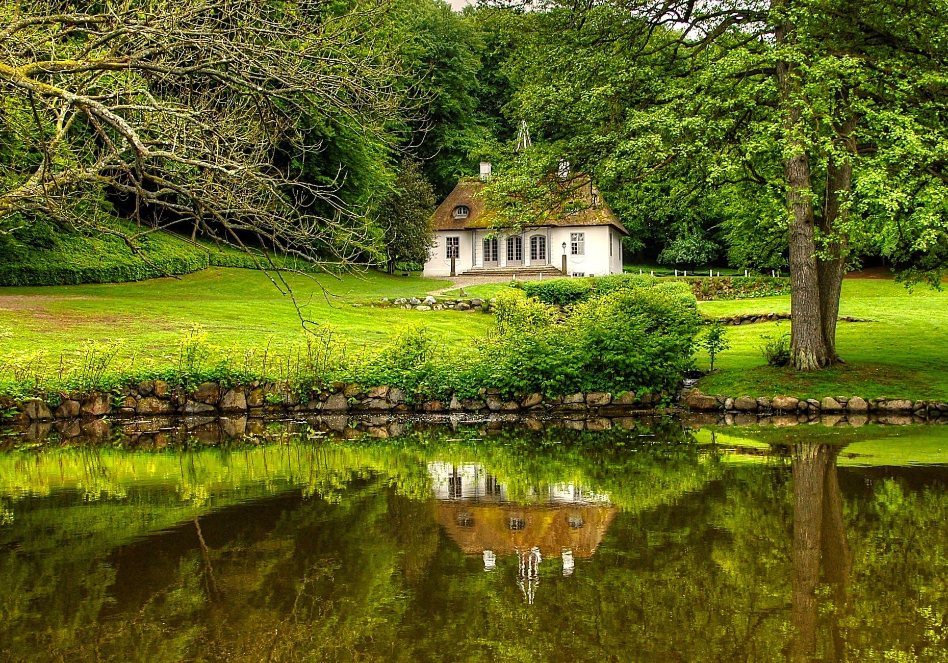 Bygning_i_smuk_natur