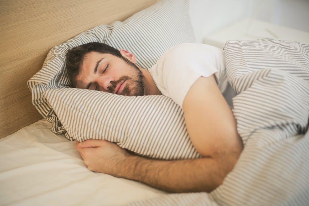 Mand der sover